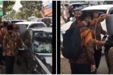 Viral mobil wapres kehabisan bensin di jalan & diisi bensin eceran