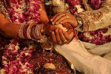 Pria ini nikahi 2 orang sekaligus, pacarnya dan gadis pilihan ortunya