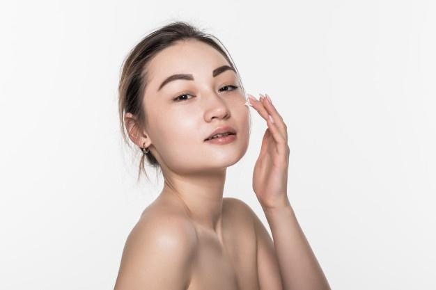 Kebiasaan membersihkan wajah © 2020 brilio.net
