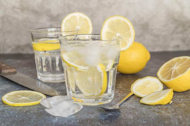Manfaat infuse water lemon freepik.com