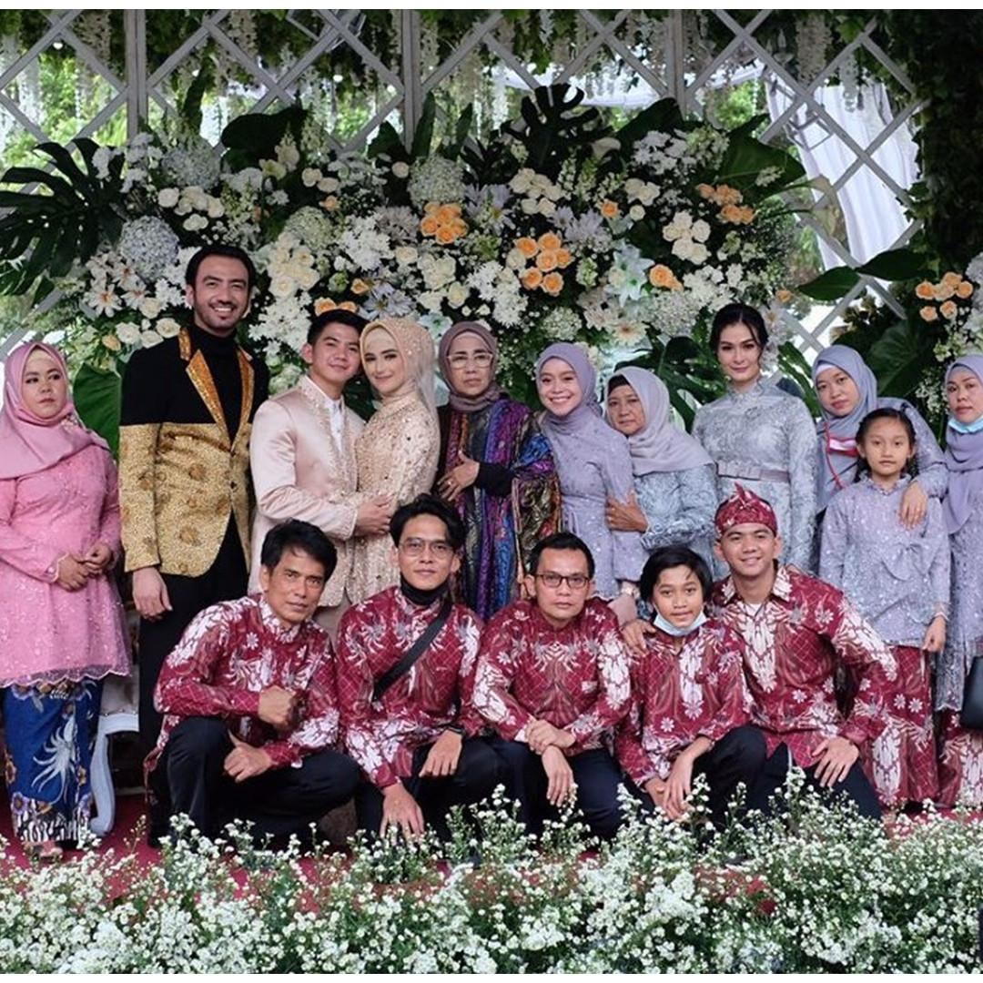 Tetap akur, 8 seleb ini hadiri pernikahan mantan