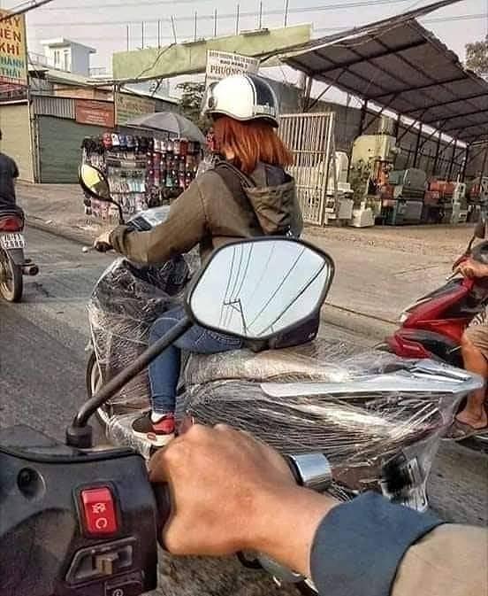 Motor dibungkus plastik (Instagram.com/@sukijan.id)