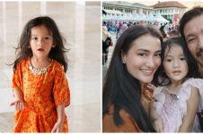 8 Potret cantik Salma Jihane, putri Atiqah Hasiholan yang jago pose