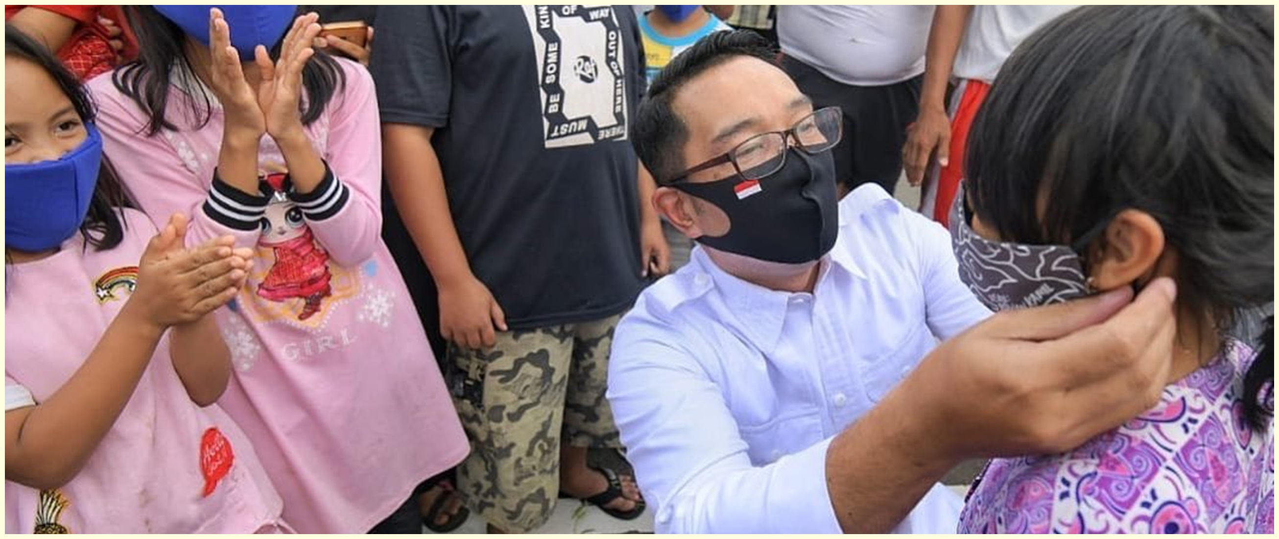 8 Momen Ridwan Kamil keliling kota bagikan masker ke anak-anak