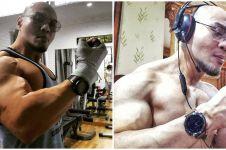 Alasan Deddy Corbuzier pakai kacamata hitam & headphone saat nge-gym
