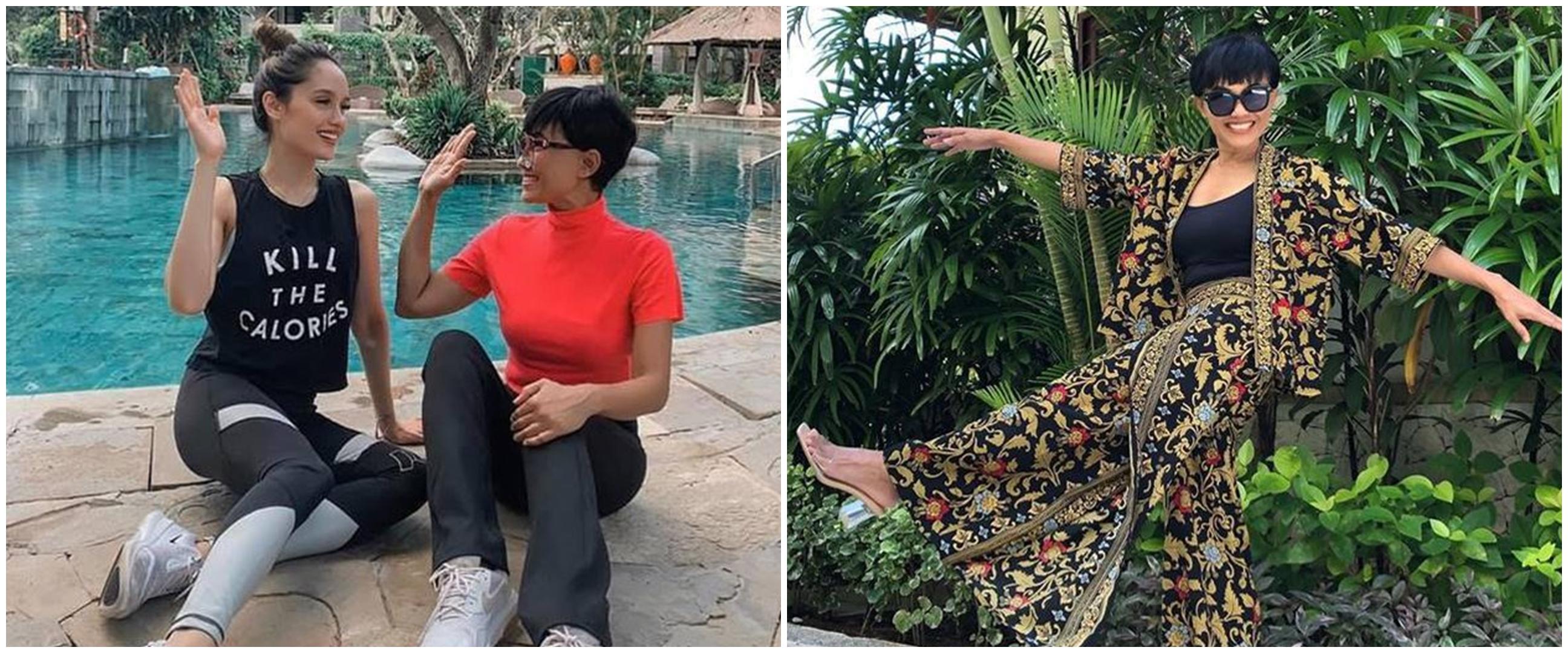 10 Gaya kece ibunda Cinta Laura di usia 57 tahun, stylish banget