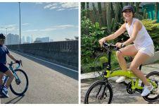 Gaya 10 seleb Tanah Air bersepeda, tetap kece tanpa makeup