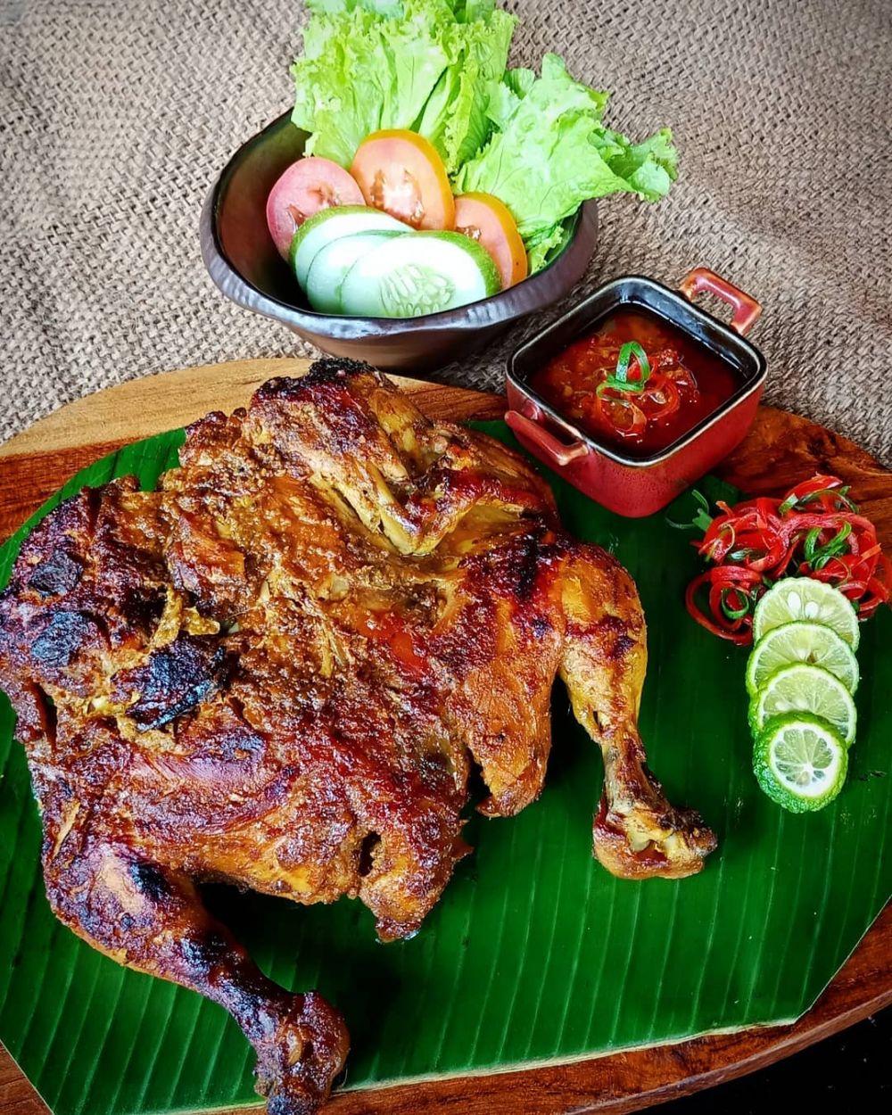 Olahan ayam khas daerah © 2020 brilio.net
