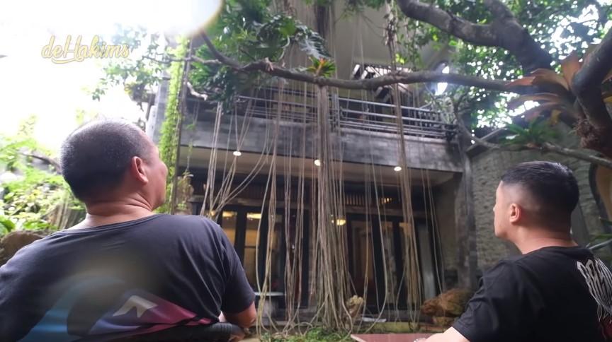 Rumah hutan Haji Asari YouTube/deHakims