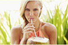 6 Manfaat air kelapa muda untuk kecantikan, mencegah penuaan dini