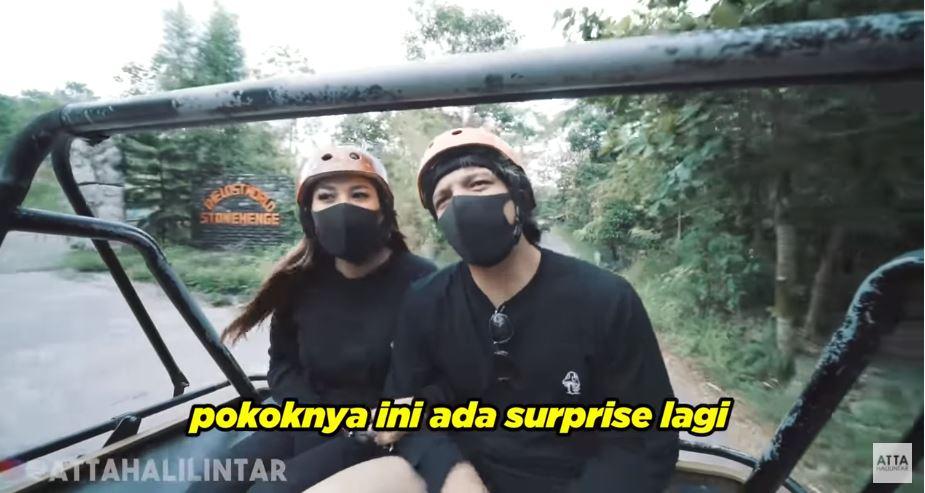 Potret liburan Atta &  Aurel © 2020 YouTube/Atta Halilintar