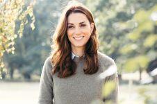Ini alasan Kate Middleton selalu membawa tas di tangan kirinya