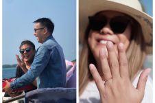 6 Momen Regina Idol dilamar kekasih di atas kapal, romantis abis