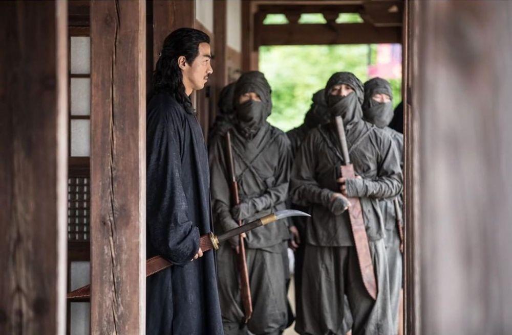 Joe Taslim syuting film Korea © 2020 brilio.net Instagram