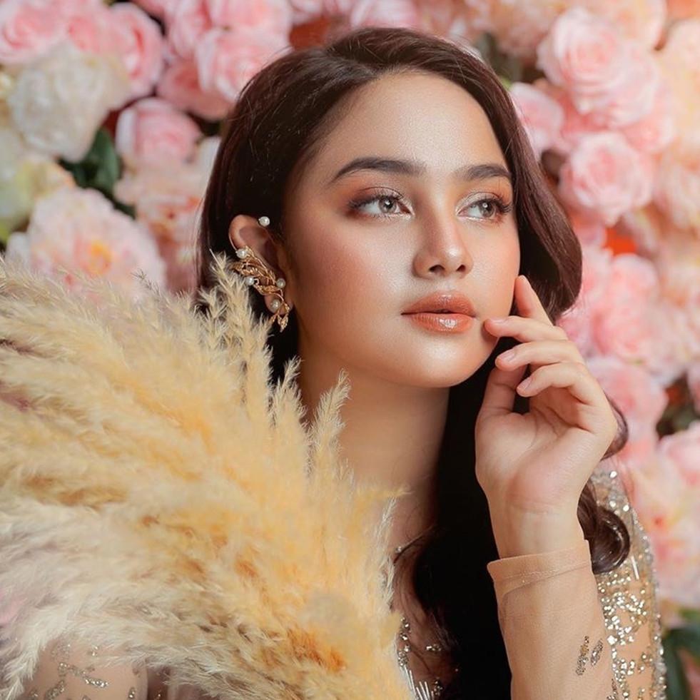 Potret 10 artis cantik FTV pakai vs tanpa makeup, kontras banget