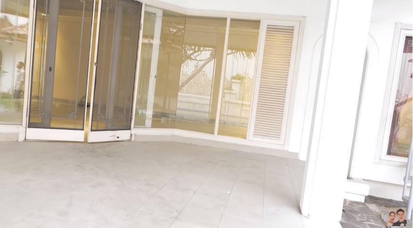 Potret rumah baru yang dibeli Baim Wong © 2020 YouTube/Baim Paula