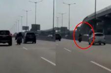 Viral video pengendara motor terobos jalan tol, ini faktanya