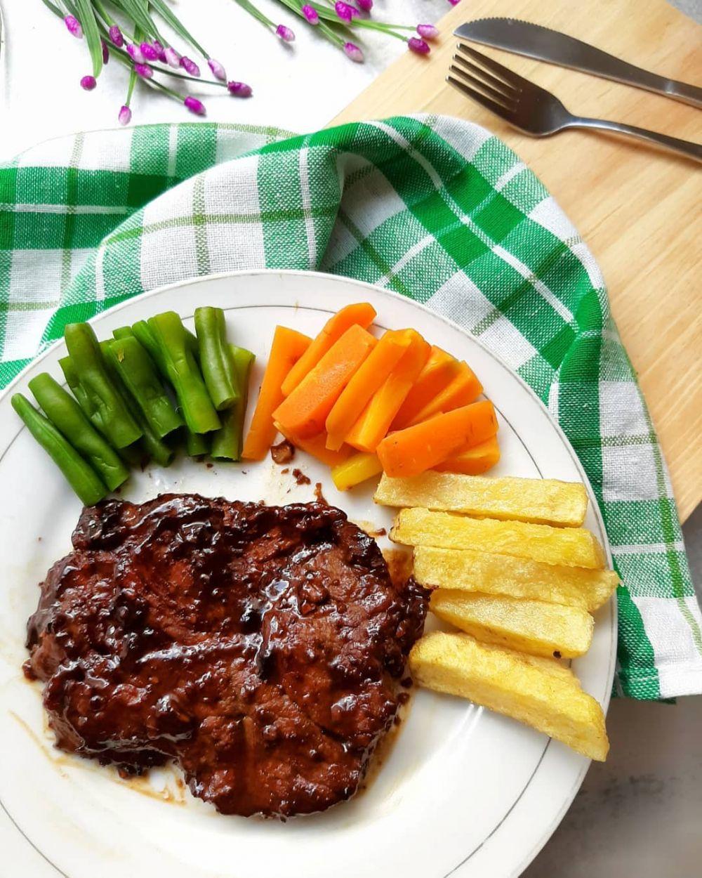 Resep steak berbagai bahan © 2020 brilio.net