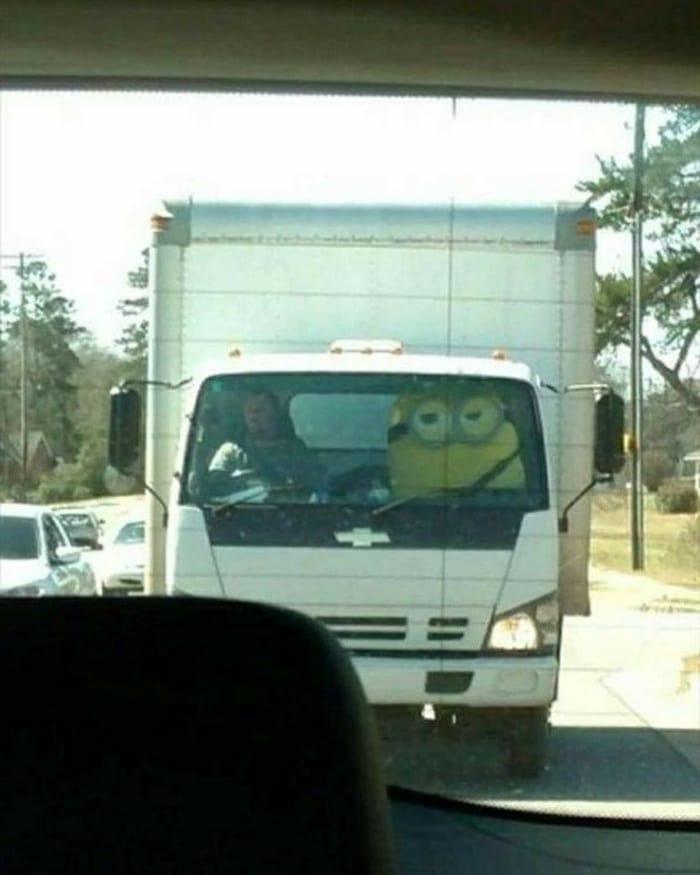 penampakan di kaca truk © 2020 1cak.com