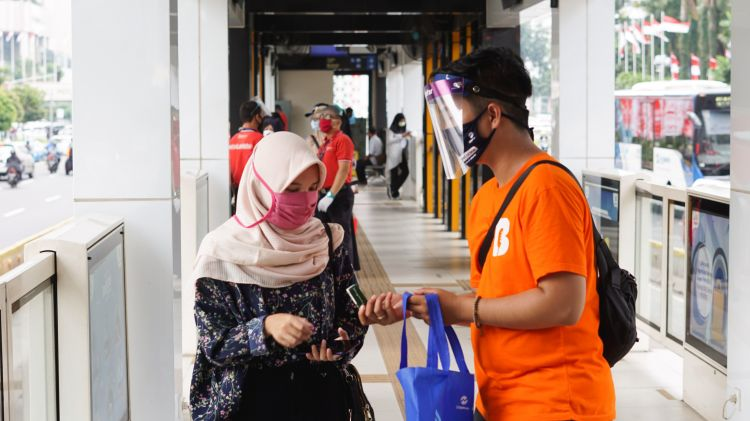 Lawan Covid-19, Bahana FM berbagi masker dan hand sanitizer