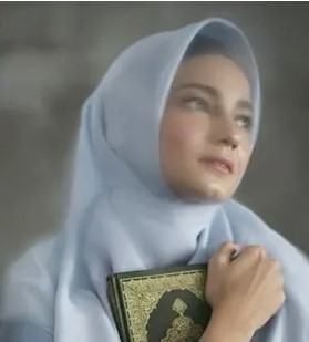 Aktris Putih Abu-Abu berhijab © 2020 brilio.net