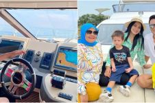 9 Potret liburan Titi Kamal dan keluarga di atas kapal, bikin baper