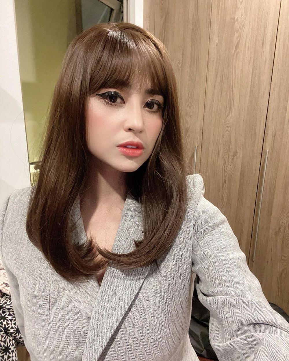 gaya penyanyi dangdut rambut berponi © 2020 Instagram