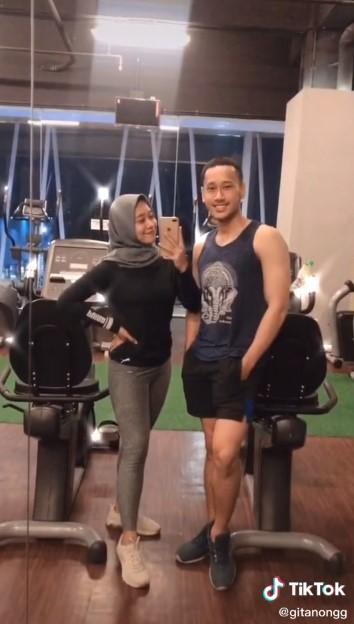 kisah pasangan sukses diet TikTok/@gitanongg