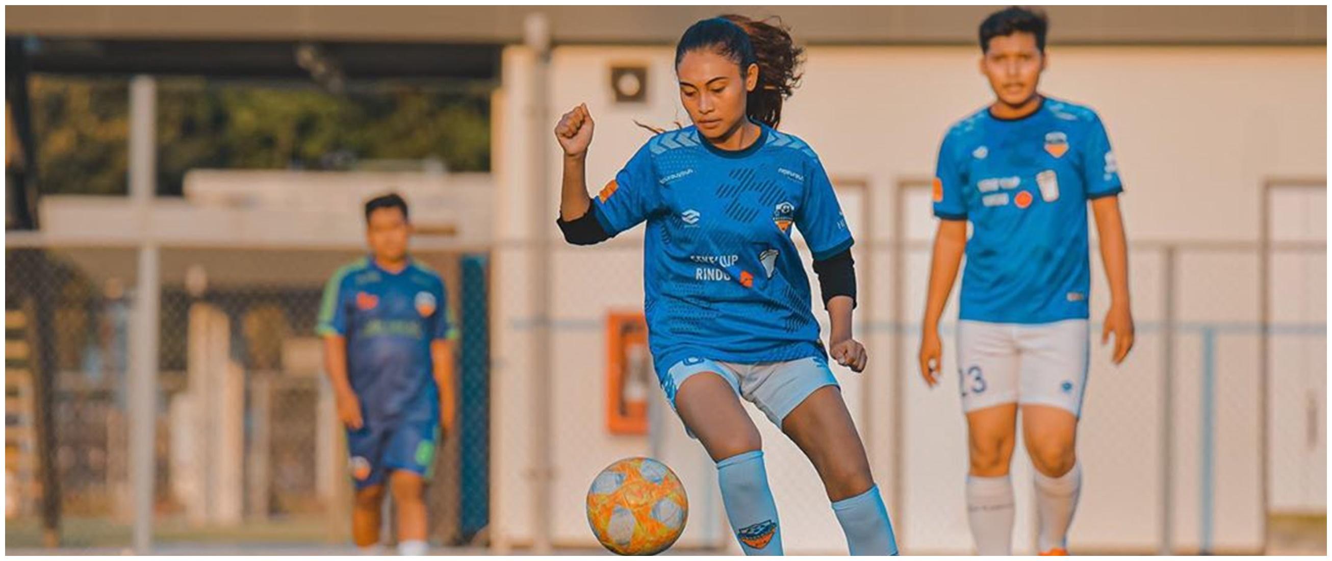 Gabung di Selebriti FC, ini 11 aksi Novia Idol main bola