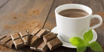 10 Manfaat minum cokelat panas di pagi hari, tingkatkan daya ingat