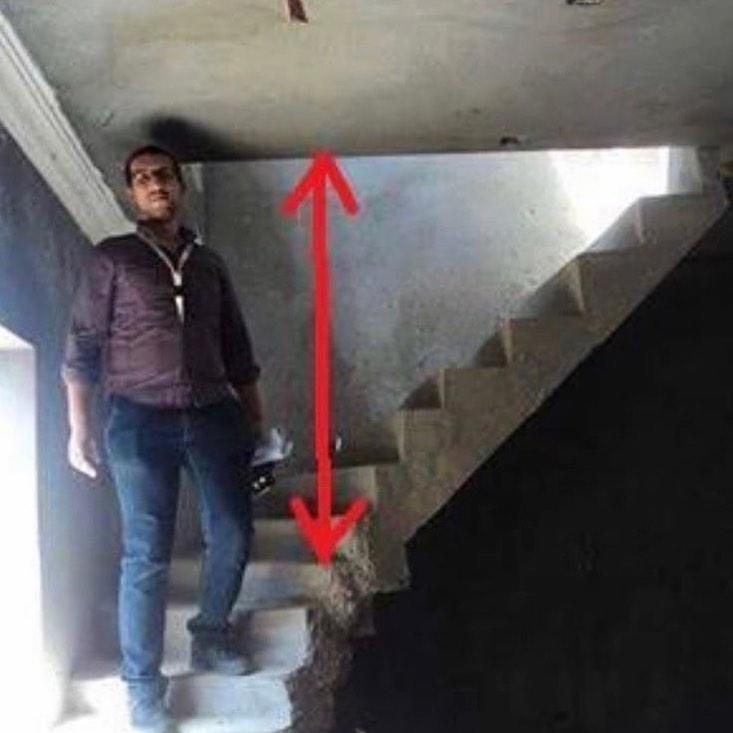orang naik tangga Instagram