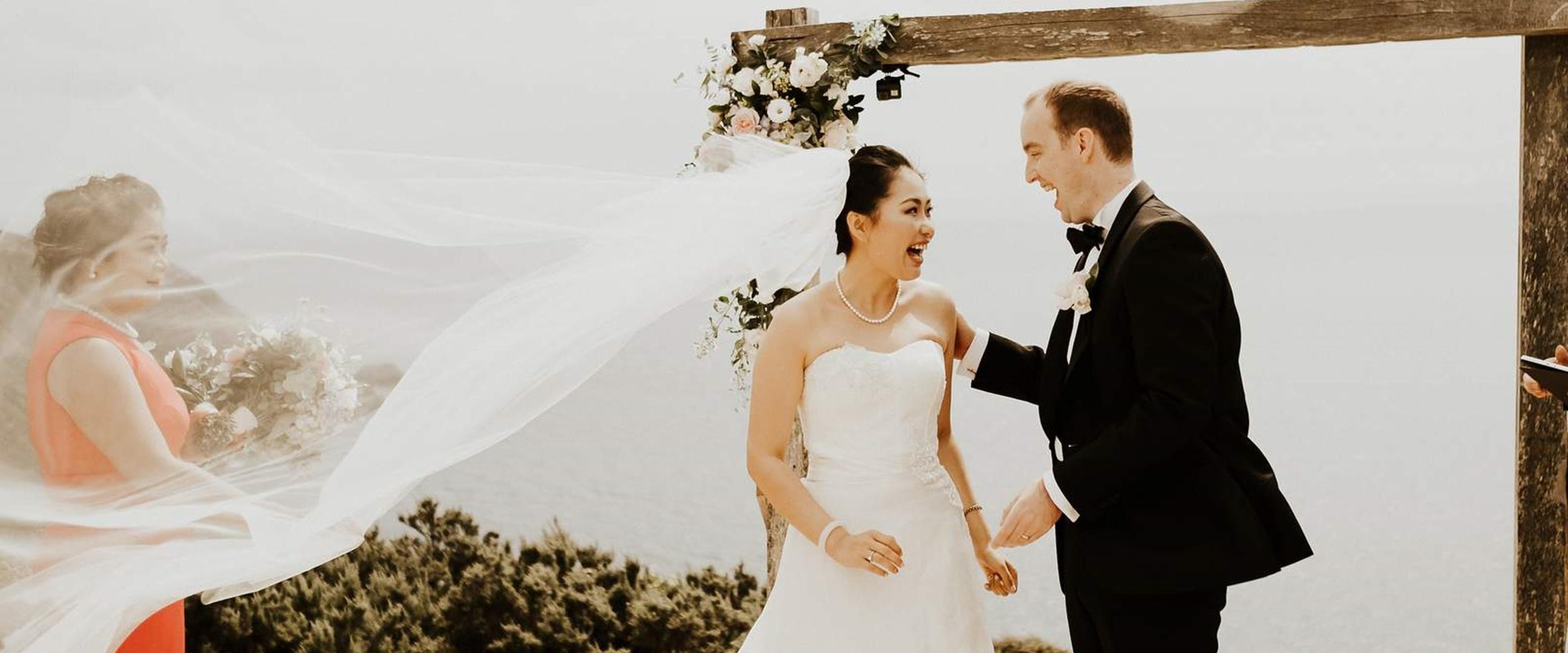 Pernikahannya tak bisa dihadiri tamu, pasangan ini lakukan hal unik