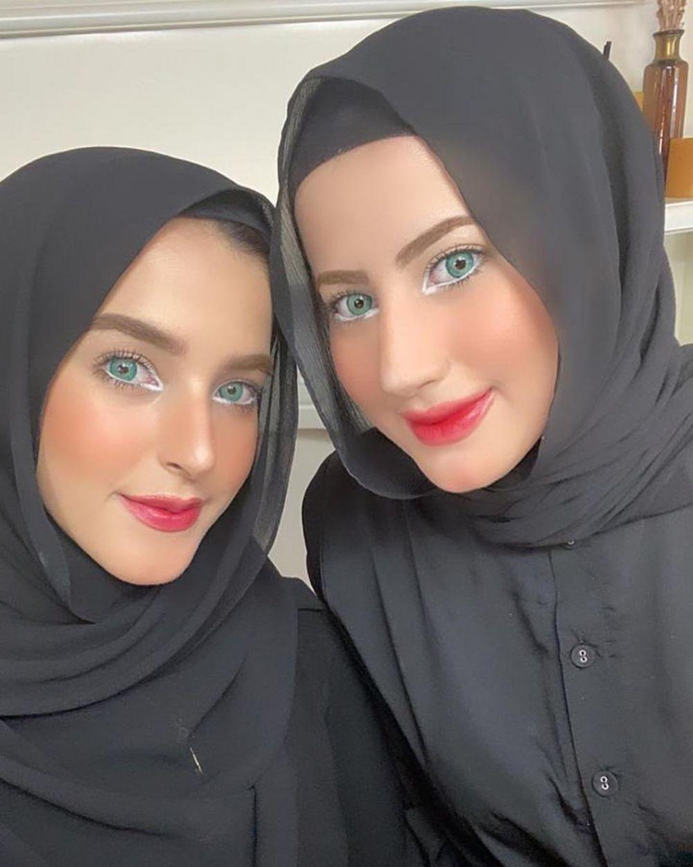 selebgram cantik bareng kembarannya © 2020 Instagram