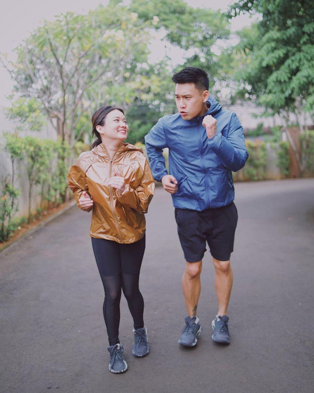 Momen mesra Fendy Chow dan sang istri © 2020 brilio.net