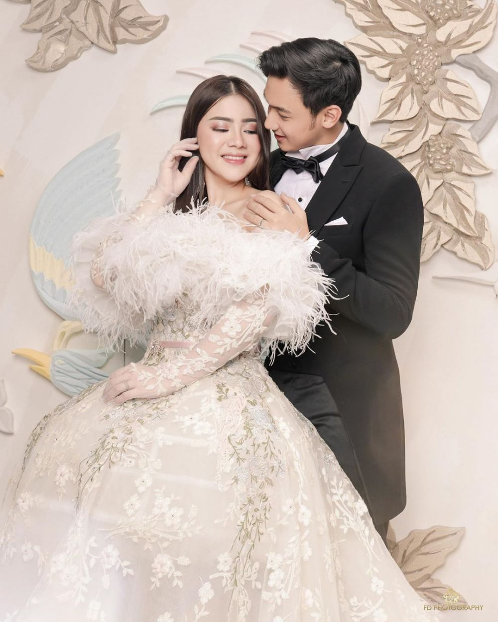Potret anggun seleb kenakan gaun pengantin © 2020 brilio.net