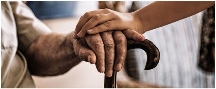 40 Kata-kata motivasi merawat orang tua, bijak dan penuh makna