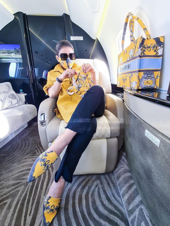 syahrini naik jet dan suami Instagram