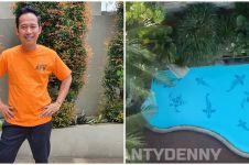 10 Potret halaman belakang rumah Denny Cagur, punya 'waterboom'