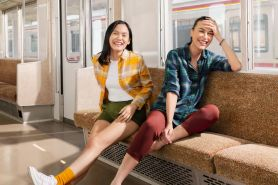 4 Tips padu padan flannel ala seleb, bikin tampilan kece