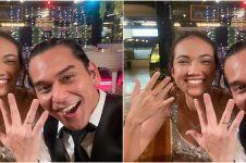 Pamer cincin hingga foto prewedding, 5 seleb ini dikira akan menikah