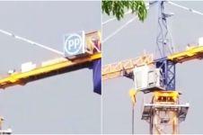 Viral video penampakan pria salat di atas crane, bikin merinding