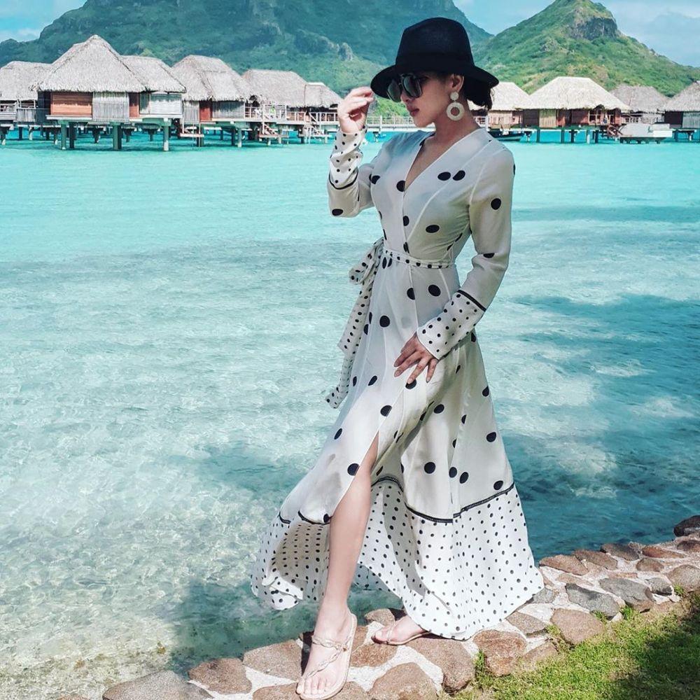 Gaya fashion Syahrini saat liburan © 2020 brilio.net Instagram