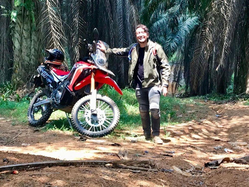seleb punya hobi tunggangi motor trail © 2020 Instagram