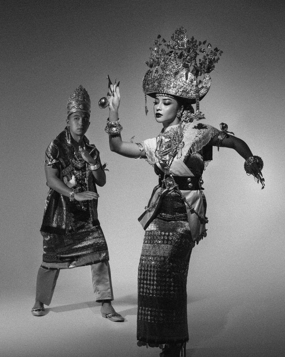 Nikita Willy kenakan adat Lampung © 2020 brilio.net