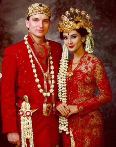 Potret pernikahan seleb 90-an berbagai sumber