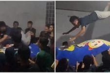 Aksi remaja main 'trampoline' sampai plafon hancur, kocak tapi kasihan