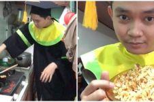 Viral aksi mahasiswa masak nasi goreng saat prosesi wisuda online