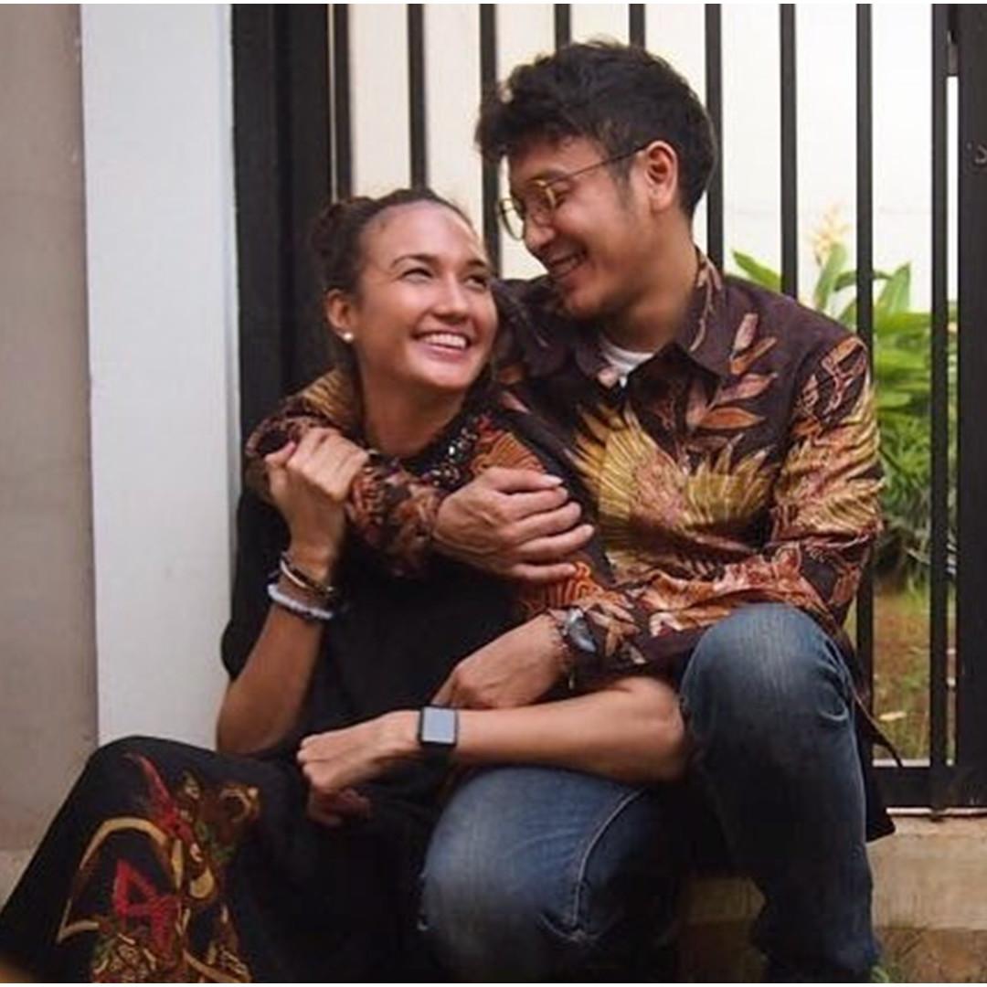 10 Momen seleb peringati Hari Batik Nasional, unggah foto busana batik