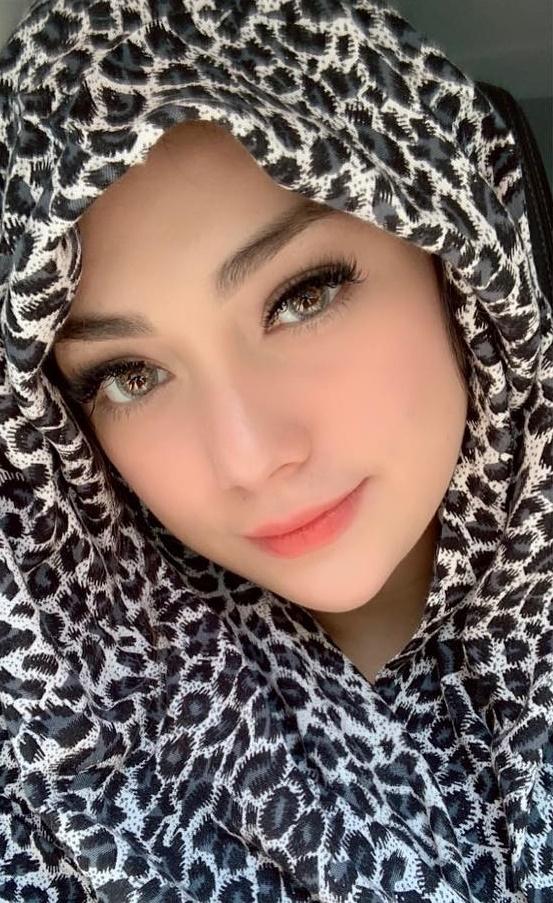 Celine Evangelista pakai hijab © 2020 brilio.net