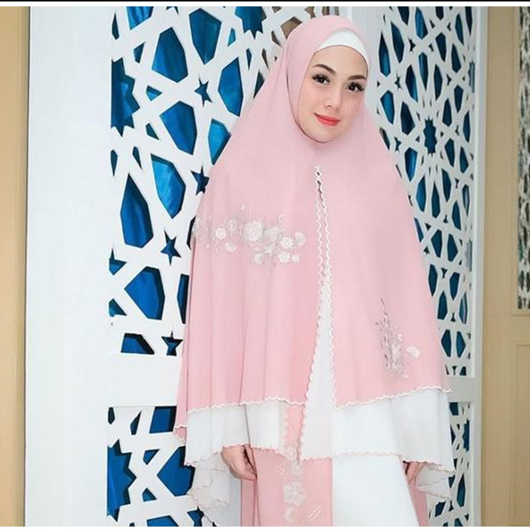 10 Pesona Celine Evangelista pakai hijab, penampilannya curi perhatian